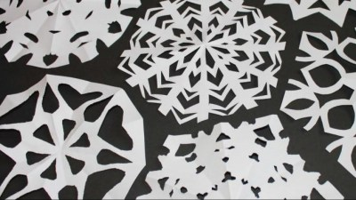 День вырезания снежинки из бумаги