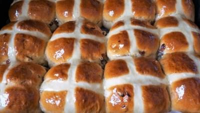 11 сентября отмечают День горячей крестовой булочки