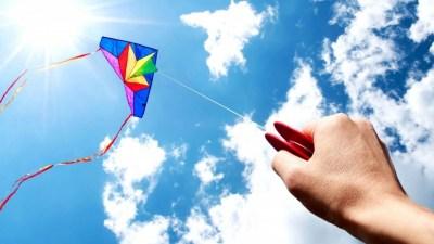 2 июня отмечают День запуска бумажных змеев и самолетиков