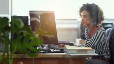 4 августа отмечают День одинокой работающей женщины